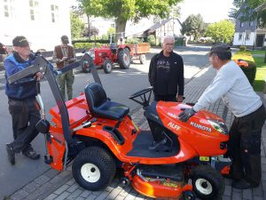 Der neue Rasen Traktor